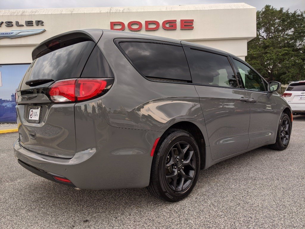 Certified Pre-Owned 2020 Chrysler Pacifica Touring